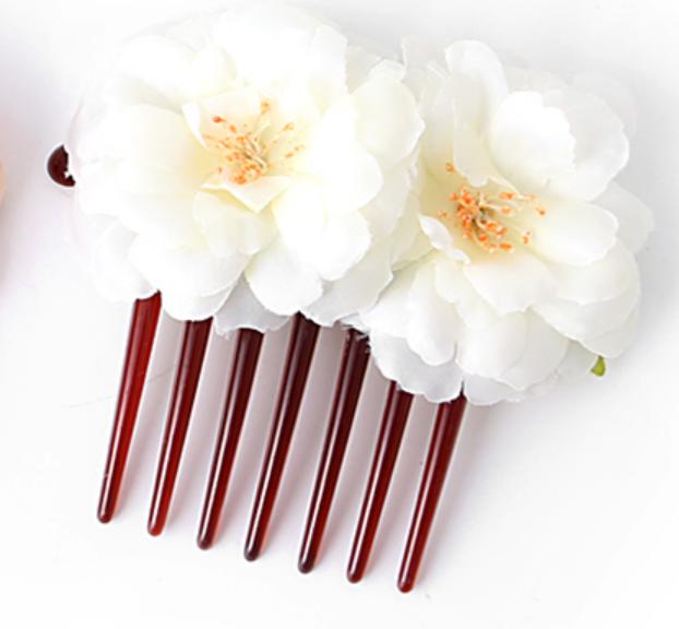053c99fd766 Hřeben do vlasů bílé květiny